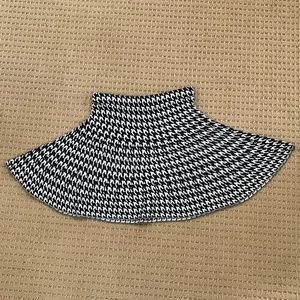 Candie's Black & White Pattern Sweater Skirt